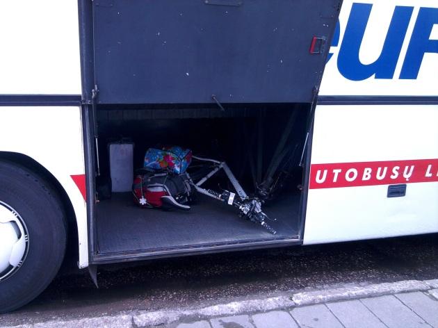 Dviratis autobuso bagažinėje