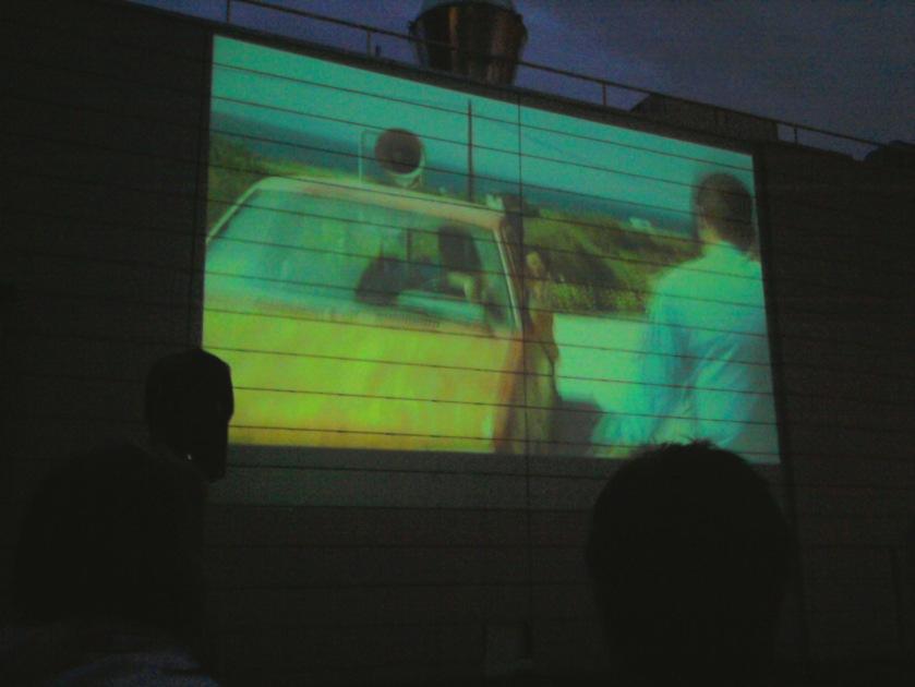 Tebūnie naktis ant stogo su filmu