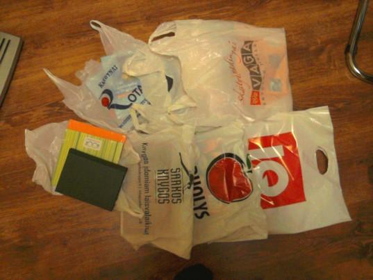 2012 m. Knygų mugės pirkiniai paslėpti maišeliuose